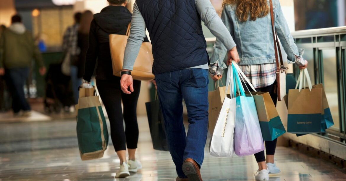 U.S. consumer sentiment rises as wealthy households improve outlook